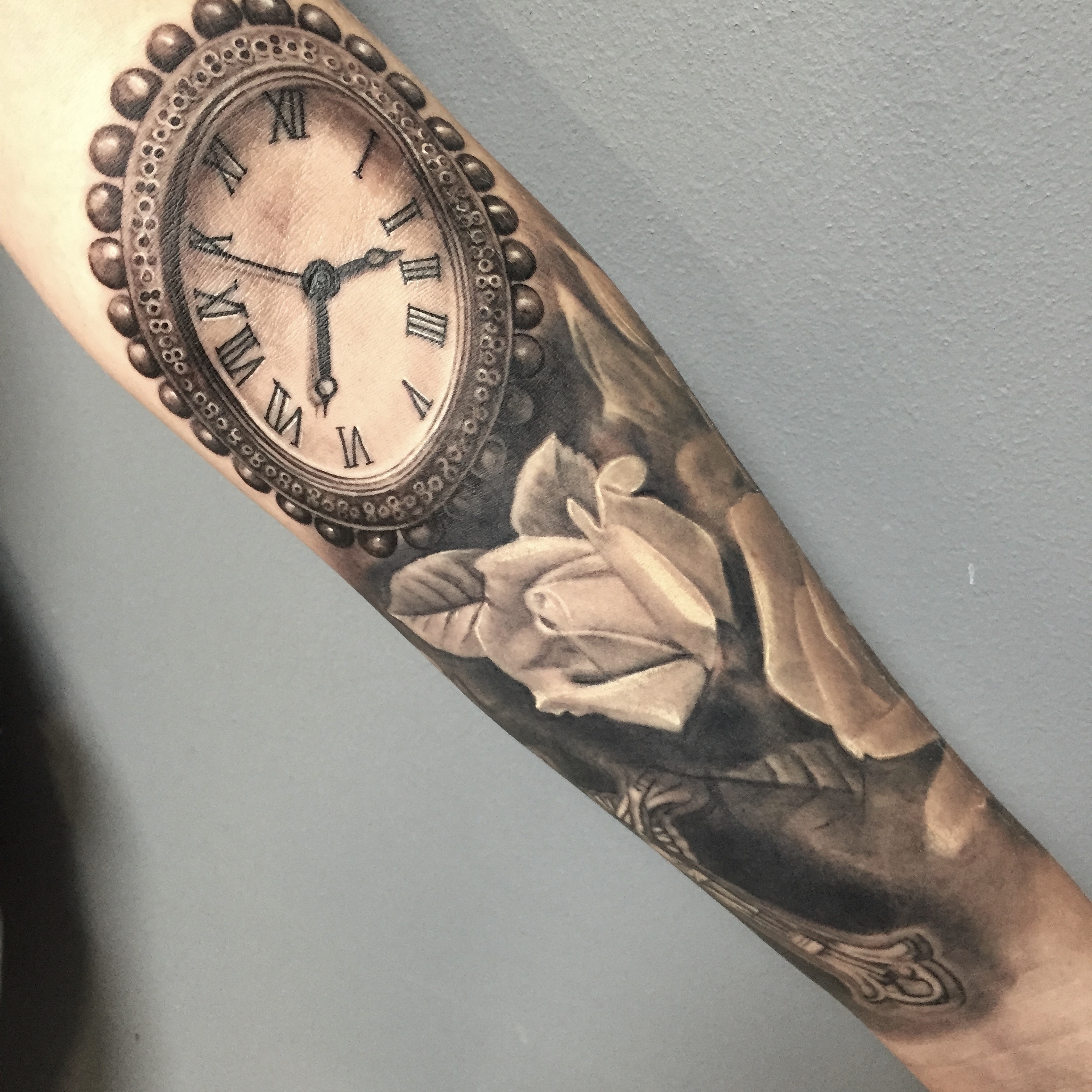 clock, oval, realistic, style, electrographic tattoo,germany, bayern, rosenheim, münchen , salzburg , innsbruck, vogel, rose, tattoo, tattoo art, color, realistic