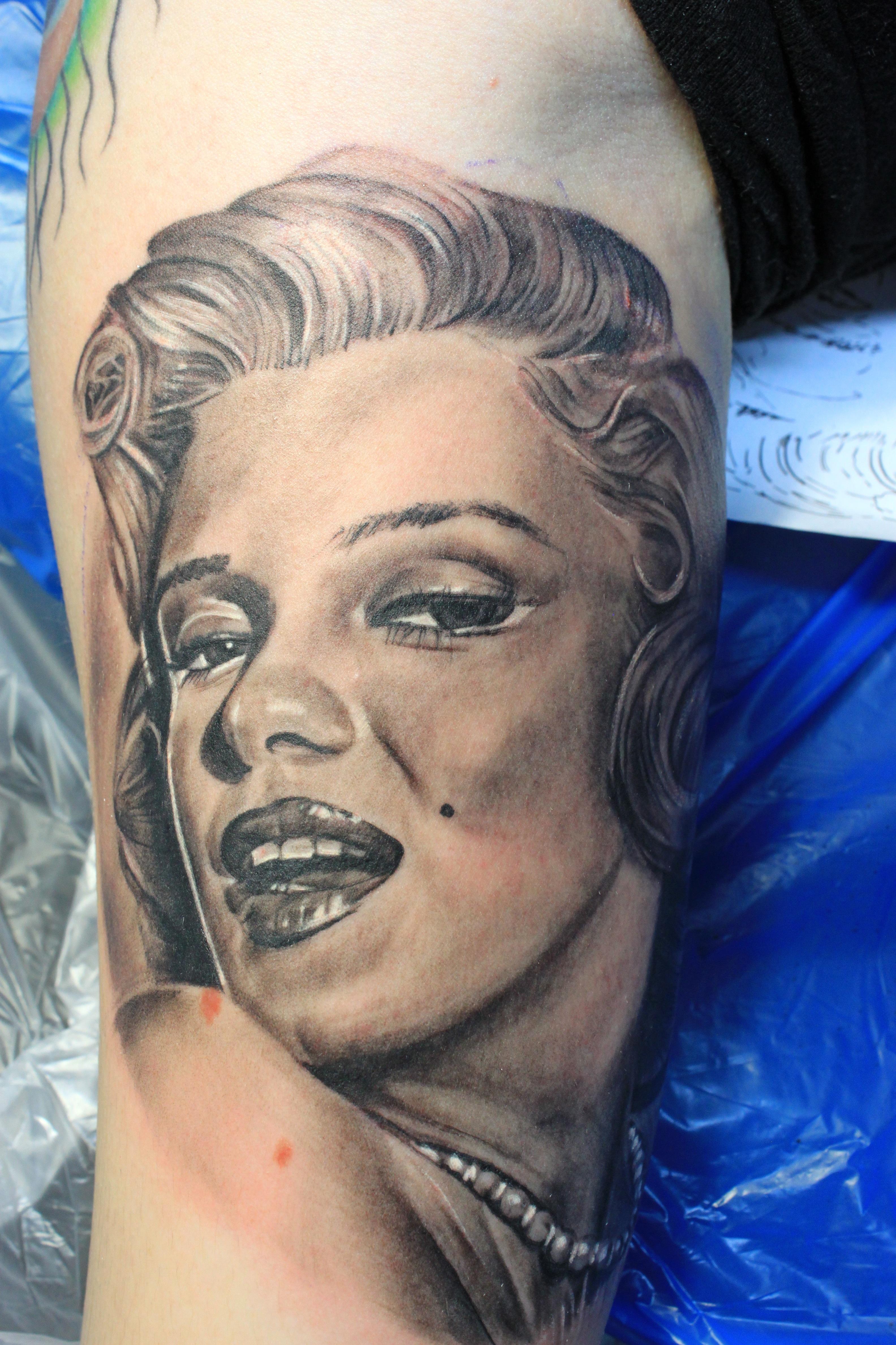 electrographic, tattoo, rosenheim, kufstein, marilyn monroe, portrait realistic tattoo